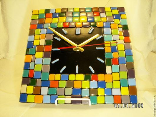 """Часы для дома ручной работы. Ярмарка Мастеров - ручная работа. Купить Часы настенные """"Клетки, клетки""""(фьюзинг). Handmade. Подарок, стекло"""