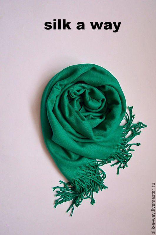 Шали, палантины ручной работы. Ярмарка Мастеров - ручная работа. Купить Кашемировый палантин. Нефрит. Зеленый шарф.. Handmade.