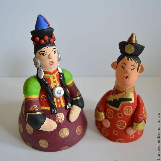 кукла в национальном бурятском костюме выполнена из глины, роспись акриловыми красками