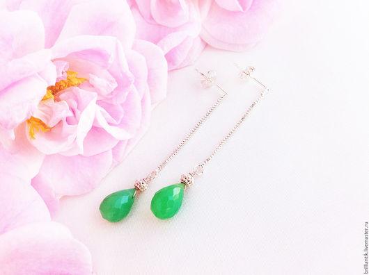 Купить зелёные серьги с цепочками, серьги-капли, вытянутые длинные серьги, серьги-протяжки, серьги-цепочки зелёный камень, купить оригинальный подарок девушке Санкт-Петербург серьги зелёный халцедон