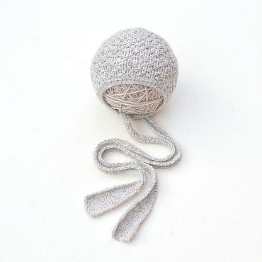 Одежда ручной работы. Ярмарка Мастеров - ручная работа Шапочка с длинными вязаными завязками для новорожденной. Handmade.