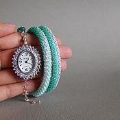 Бирюзовые наручные часы из бисера