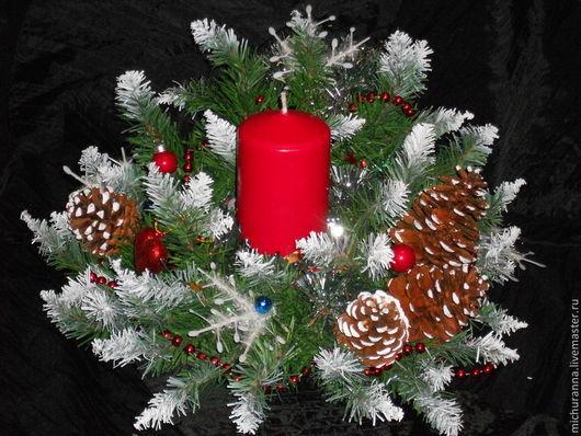 Новый год 2017 ручной работы. Ярмарка Мастеров - ручная работа. Купить Новогодний венок с красной свечой. Handmade. Подарок на новый год
