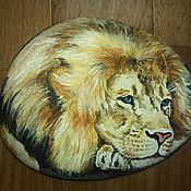 Камни ручной работы. Ярмарка Мастеров - ручная работа Картина на камне Задумчивый Лев. Handmade.