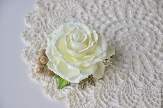 """Свадебные украшения ручной работы. Ярмарка Мастеров - ручная работа. Купить Заколка с розой """"Шепот"""" из фоамирана. Handmade. Белый"""