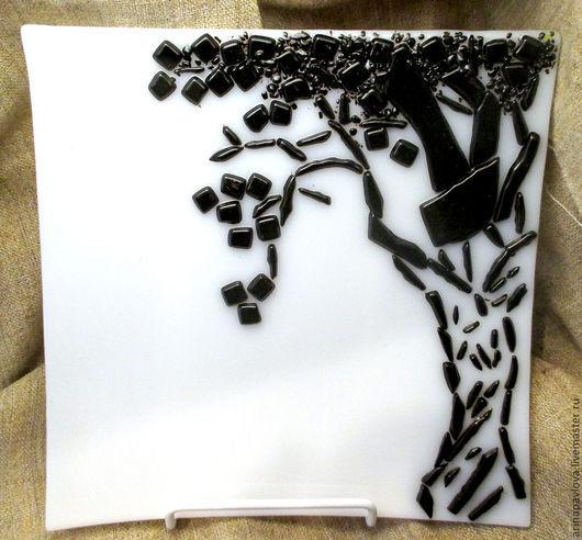 Тарелки ручной работы. Ярмарка Мастеров - ручная работа. Купить Тарелка из стекла Графика. Handmade. Белый, черное дерево, Фьюзинг