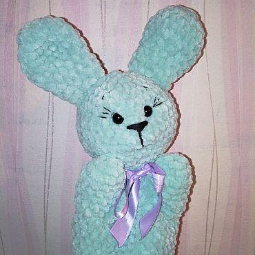 Куклы и игрушки ручной работы. Ярмарка Мастеров - ручная работа Кукольный театр: заяц на руку (связан из плюшевой пряжи). Handmade.
