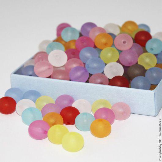 Разноцветные бусинки из пластика