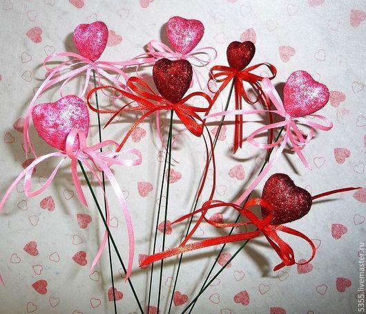 Сердечки - вставки на проволоке с бантиком из атласной ленточки. Декорация для букетов и флористических композиций.