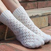 Аксессуары ручной работы. Ярмарка Мастеров - ручная работа Вязаные носки женские белые. Handmade.