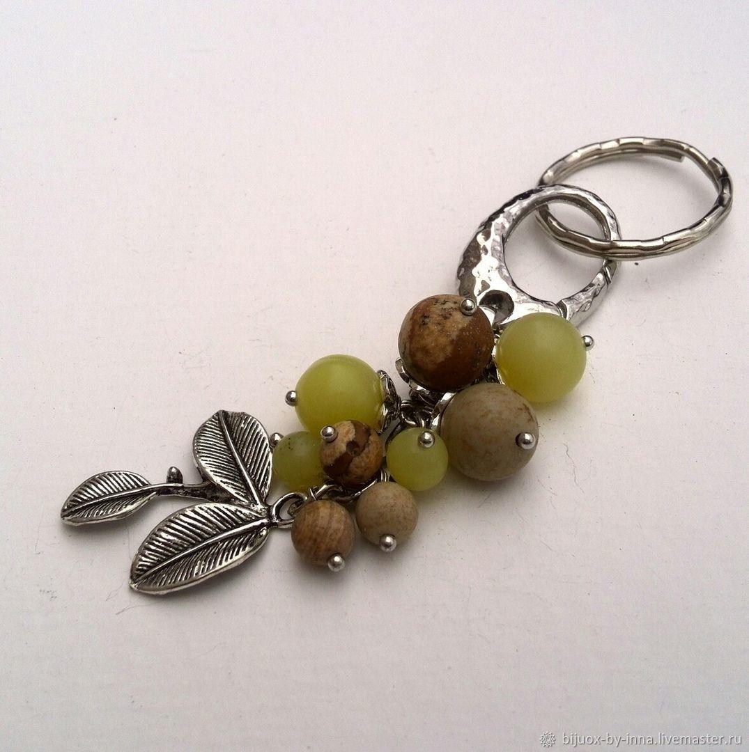 Брелок из натуральных камней. Брелок с пейзажной яшмой и оливином