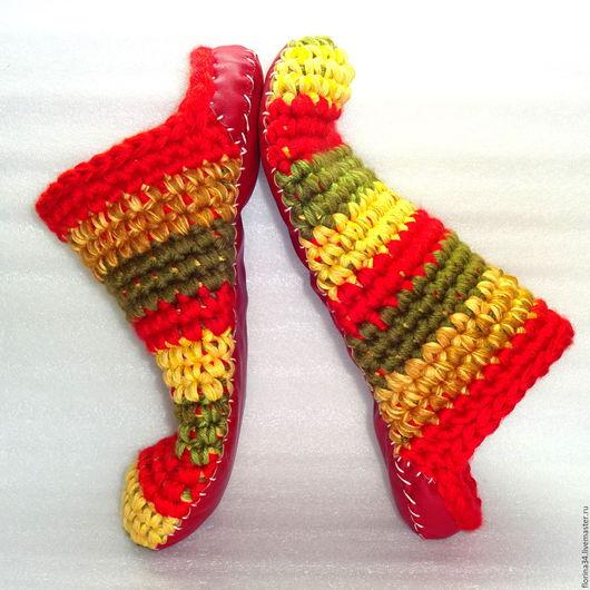 Обувь ручной работы. Ярмарка Мастеров - ручная работа. Купить Тапочки-чуни вязаные  Растаманские, триколор. Handmade. Тапочки, шлепки
