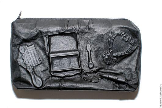"""Женские сумки ручной работы. Ярмарка Мастеров - ручная работа. Купить 3D Клатч-косметичка """"Макияж"""" из натуральной кожи чёрного цвета. Handmade."""