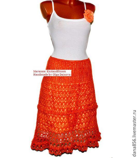 Юбка вязаная. Юбка связанна крючком. Handmade. Ажурная летняя юбка. Цвет: ярко оранжевый. Юбка на подкладе. По поясу ввязана резинка. Ярусы юбки отделены ажурной обвязкой .