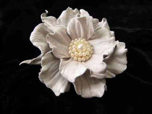 цветы из кожи, кожаные цветы, кожаные изделия,изделия из кожи,цветок из кожи белый белый цветок из кожи, ободок с цветами из кожи, обруч для волос с цветком, кожаный ободок , аксессуары для волос из к