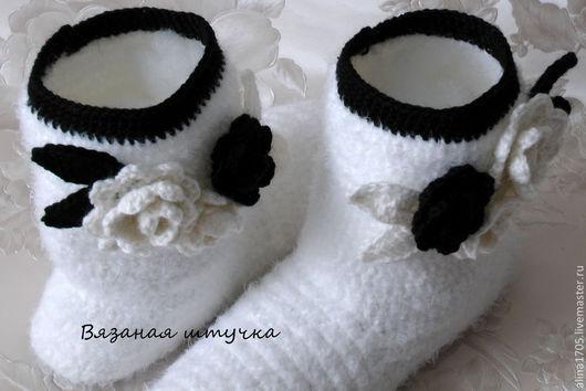 Обувь ручной работы. Ярмарка Мастеров - ручная работа. Купить Вязаные  сапожки День Ночь  Вязаные сапоги для дома вязанвя обувь. Handmade.