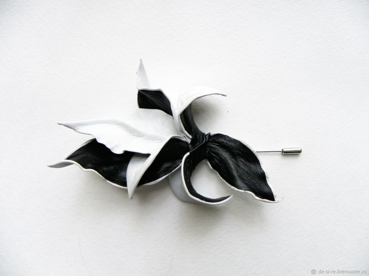 Men's brooch pin buttonhole flower leather black-and-white, Stick pin, Moscow,  Фото №1