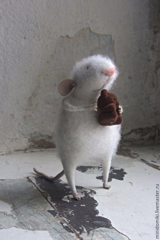 Игрушки животные, ручной работы. Ярмарка Мастеров - ручная работа. Купить Мышонок с мишкой. Handmade. Белый, мишка, кожа натуральная
