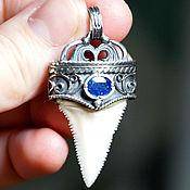 """""""Neptunus"""" Зуб Большой Белой Акулы (Серебро 925, Сапфир - Мадагаскар)"""