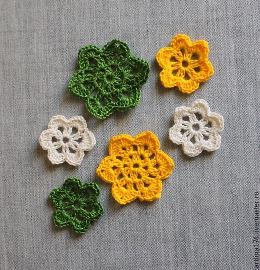 Купить цветы вязанные в магазине для творчества `Цветочки для скрапбукинга`. Цветы крючком.