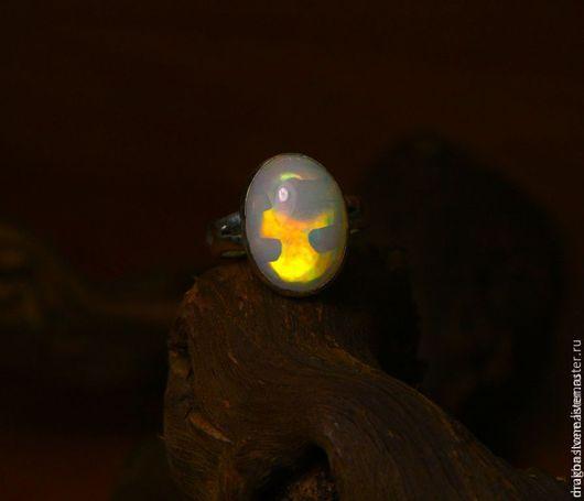 """Кольца ручной работы. Ярмарка Мастеров - ручная работа. Купить Кольцо """"Пламенный лик"""" с эфиопским опалом. Handmade. Коралловый"""