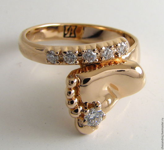 Золотое кольцо НОЖКА МЛАДЕНЦА с бриллиантами