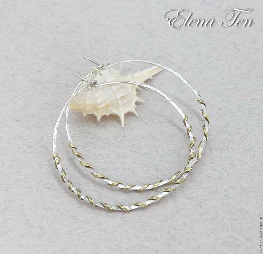 Серебряные серьги кольца , украшенные золотистой латунью .