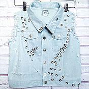 Одежда ручной работы. Ярмарка Мастеров - ручная работа Женская джинсовая жилетка, декорированная пуговицами. Handmade.