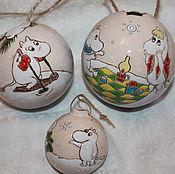 Подарки к праздникам ручной работы. Ярмарка Мастеров - ручная работа Шар елочный Муми-тролль крамика. Handmade.