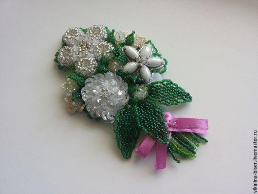 белый, зеленый, розовый, брошь из бисера, вышитая бисером брошь, брошь-букет, цветы из бисера, цветы из стаз, цветы из пайеток, белые цветы, крупная брошь, яркая брошь.