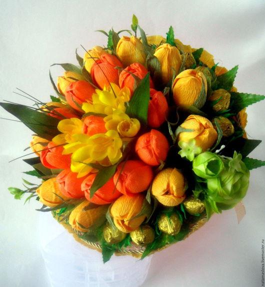 Сладкий букет из конфет с тюльпанами и орешками