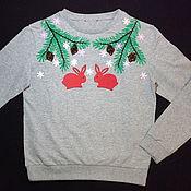 """Одежда ручной работы. Ярмарка Мастеров - ручная работа Свитшот женский с ручной вышивкой """" Рождественские кролики"""". Handmade."""