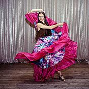 Дроби используются и мужчинами, и женщинами, хотя долгое время считалось, что резкие удары о пол не могут исполняться танцовщицами, так как они напрямую ассоциируются с мужской силой и удалью.