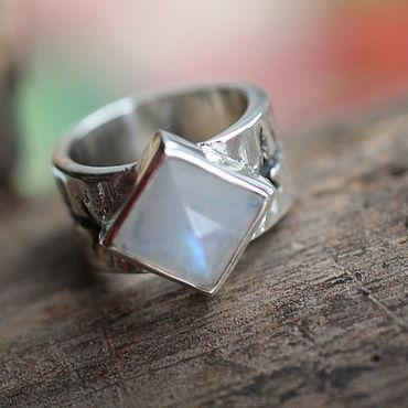Украшения ручной работы. Ярмарка Мастеров - ручная работа 18 перстень с лунным Кольцо серебряное. Handmade.