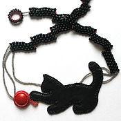 Колье из кожи и бисера черное Кот и клубок.
