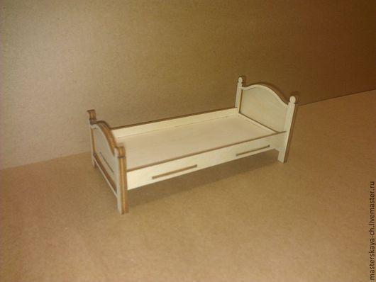 Кровать для кукол в масштабе 1:12.