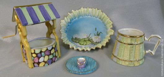 Деревенька на столе, сервиз ПОМЕСТЬЕ, состоит из тарелочки в виде озера, кружки в виде бочки и сахарницы (емкости для чая) в виде колодца.
