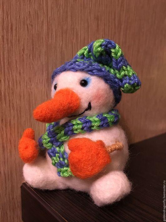 Сказочные персонажи ручной работы. Ярмарка Мастеров - ручная работа. Купить Снеговичок. Handmade. Комбинированный, интерьерная игрушка, шерсть меринос