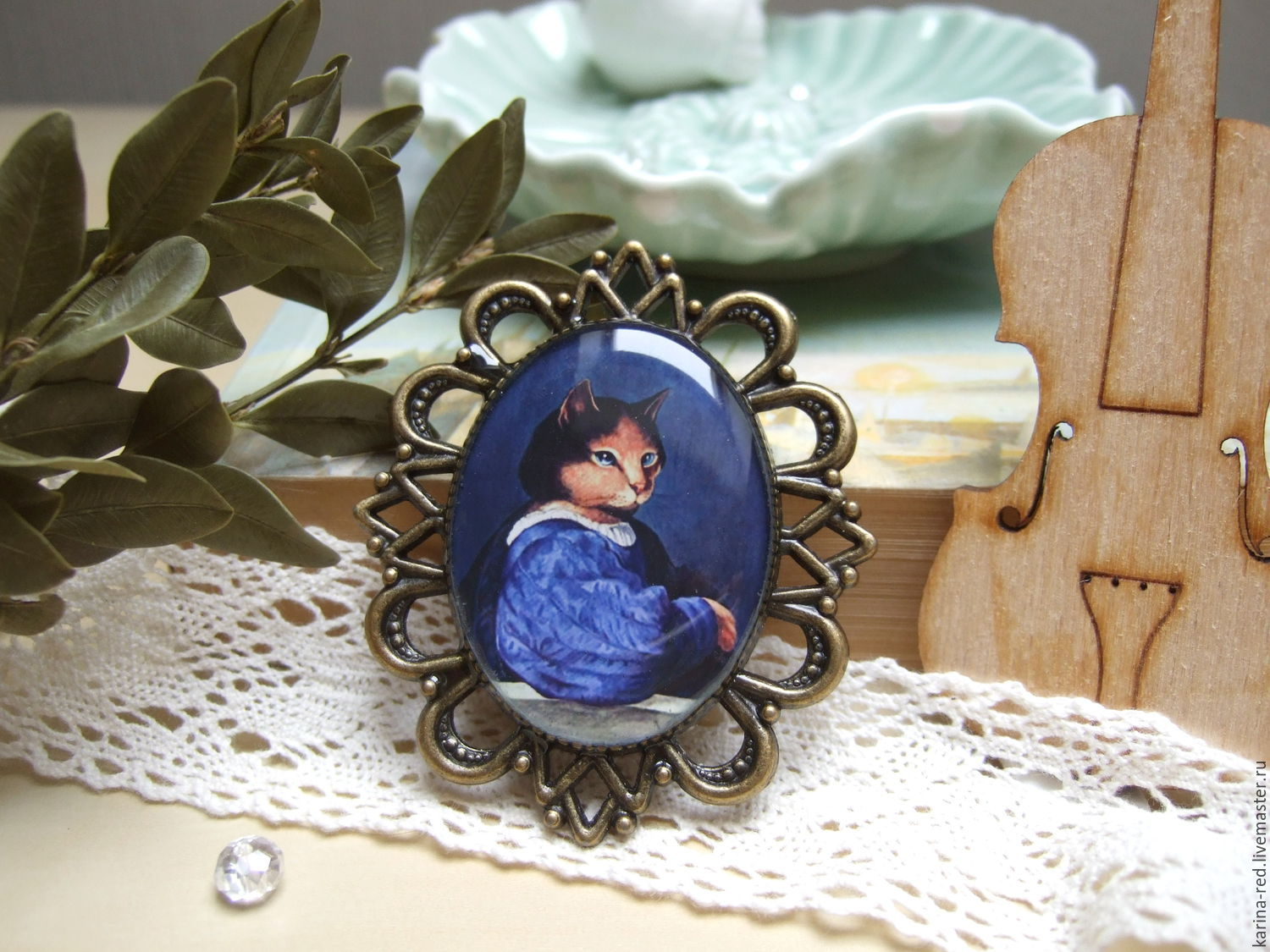 buy original brooch for the cat lover Museum staff decorating painting cat Aristocrat is a gift shop and ornaments in the presence and under the order epoxy jewelry blue white mint blue