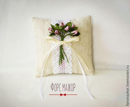 Подушечка `Прованс с розовыми розами`