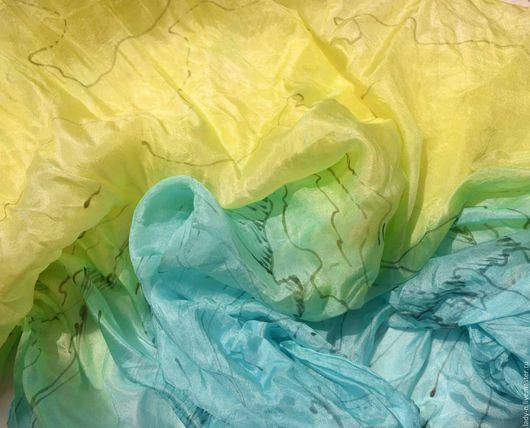 Платок `Мгновение тишины`, батик, натуральный шелк (снято на солнце)
