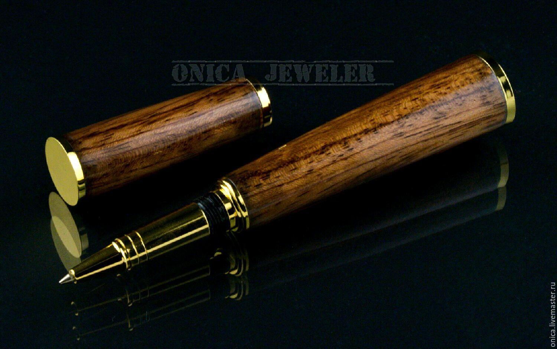 Подарочная ручка ручной работы изготовленная из бразильского розового дерева. Фурнитура из ювелирной бронзы позолочена золотом 999-й пробы.