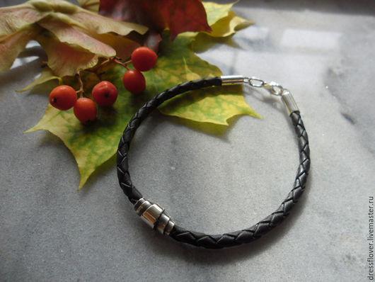 Украшения для мужчин, ручной работы. Ярмарка Мастеров - ручная работа. Купить браслет кожаный шнур Плетёнка с серебряным замком. Handmade.