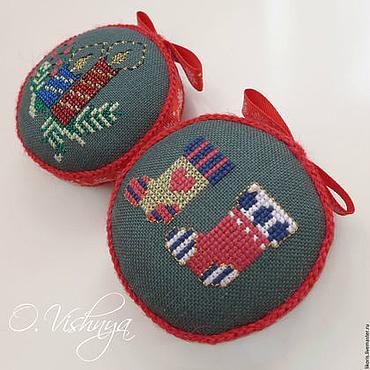 Подарки к праздникам handmade. Livemaster - original item Embroidered needle cases. Handmade.