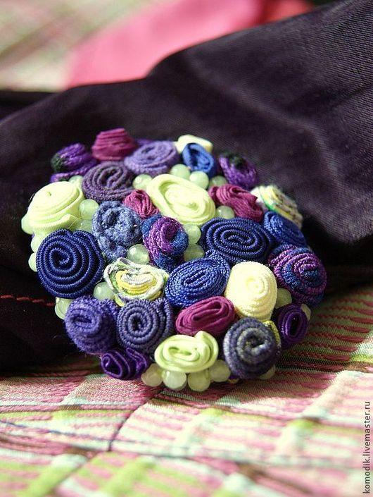 фиолетово-лиловая с бледно-лаймовым цветом