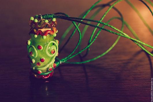 Кулоны, подвески ручной работы. Ярмарка Мастеров - ручная работа. Купить Аромакулон лэмпворк в зеленых тонах. Handmade. Разноцветный, флакончик