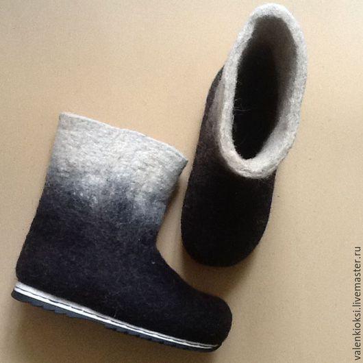 Обувь ручной работы. Ярмарка Мастеров - ручная работа. Купить Валенки  двухцветные без рисунка на подошве .. Handmade. Чёрно-белый