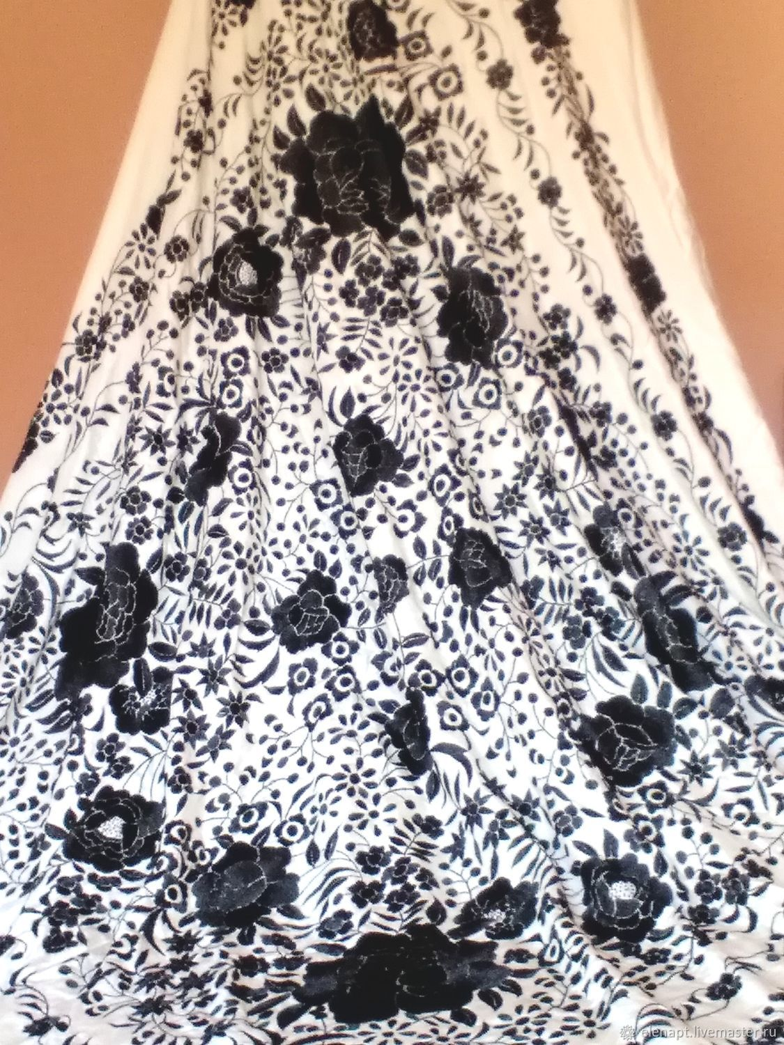 The most magnificent black and white manton with roses, Shawls, ,  Фото №1
