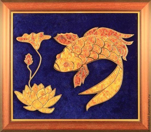 Лотос символизирует духовное раскрытие и мудрость , а рыбы - плодовитость и изобилие. Эта картина станет прекрасным подарком для мужчин и женщин,использующих символы фэн-шуй в интерьере.