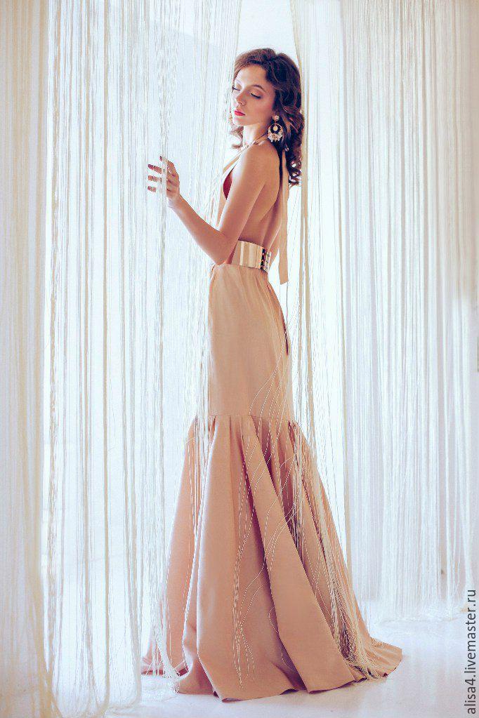 Бежевое платье доставка